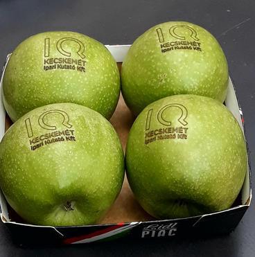 lézerrel gravírozott alma